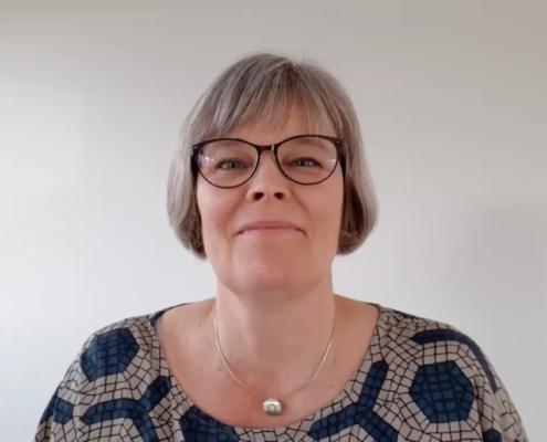 Hanne Freil med briller på